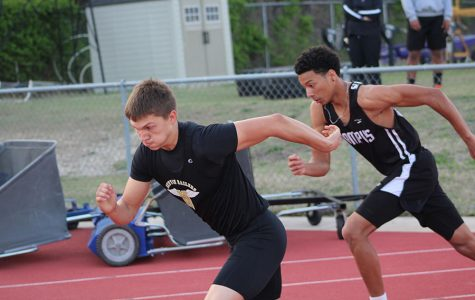 Sophomore Jerik Ochoa takes off during the 4x100 m relay.