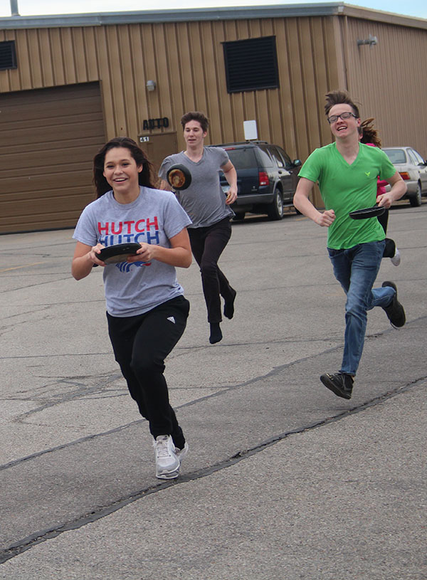 Seniors+Dylan+Shaw%2C++Riley+Libel+and+junior+Ivy+Smith+race+to+the+finish+line+of+their+class%27s+pancake+race.