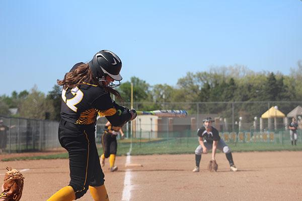Keeping+her+eye+on+the+ball%2C+senior+Dawsyn+Long+swings+for+a+hit.