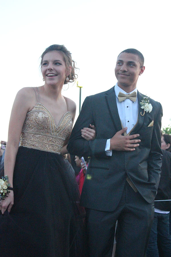 While+the+crowd+watches%2C+sophomore+Kori+Roberson+and+her+date%2C+senior+Brandon+Juarez-Autry+walk+down+the+path+to+prom.