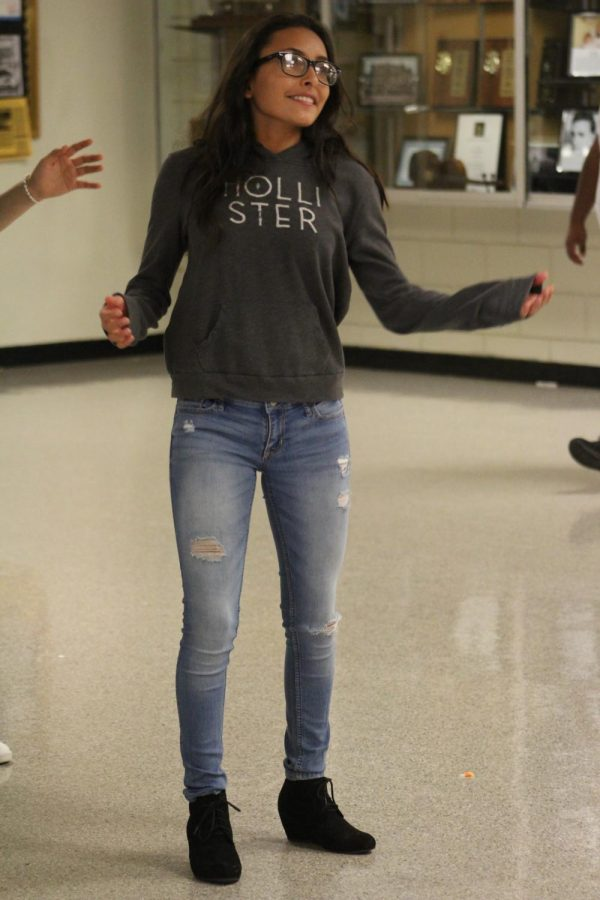 With much devotion, grade Ashley Salgado puts all her effort in the dance while all eyes are on her.