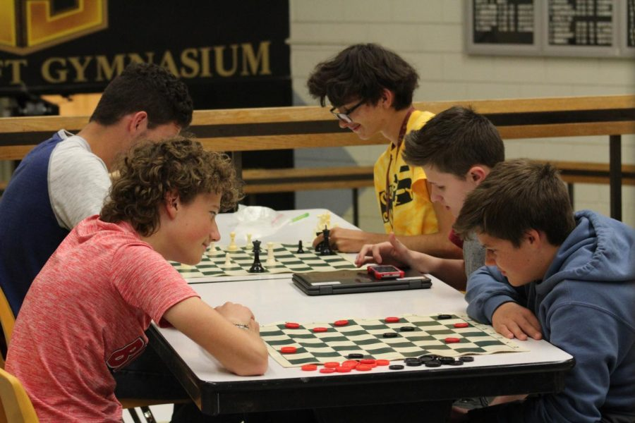 Sophomores+Eli+Blaufuss%2C+John+Jantzen%2C+Erik+Jantz%2C+Alex+Buffalo+and+Eli+Regier+all+sit+at+a+table+playing+chess+and+checkers.+Blaufuss+played+Jantz%2C+Jantzen+played+Regier+and+Buffalo+played+it+on+his+phone.