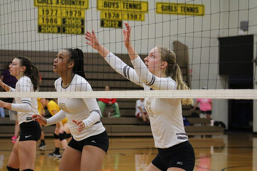 Senior+Taylor+Antonowich+and+junior+Desiray+Kernal+set+together+to+prepare+to+block+the+ball.+The+team+took+first+place.