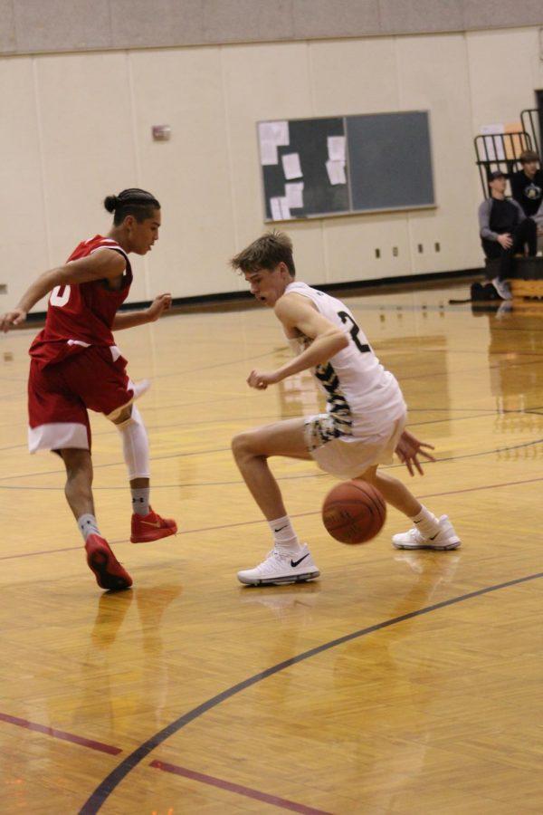 Sophomore Jaxon Brackeen breaks the opponents ankles.