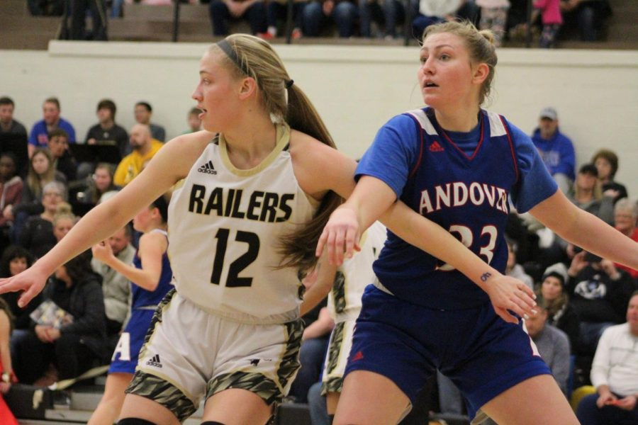 Sophomore+Lindsey+Antonowich+blocks+her+opponent+from+getting+the+ball.