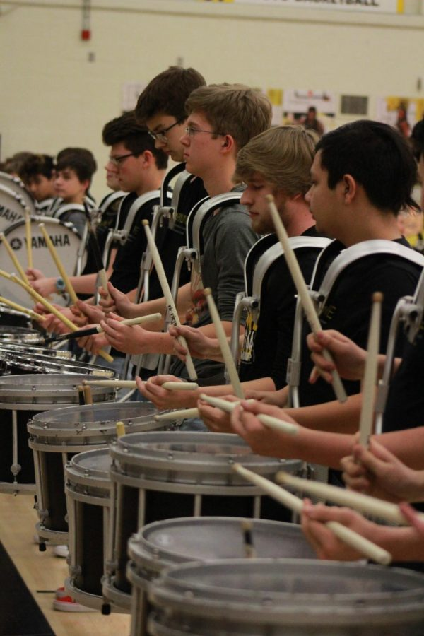 The+snare+drums+preform+during+the+pep+assembly.