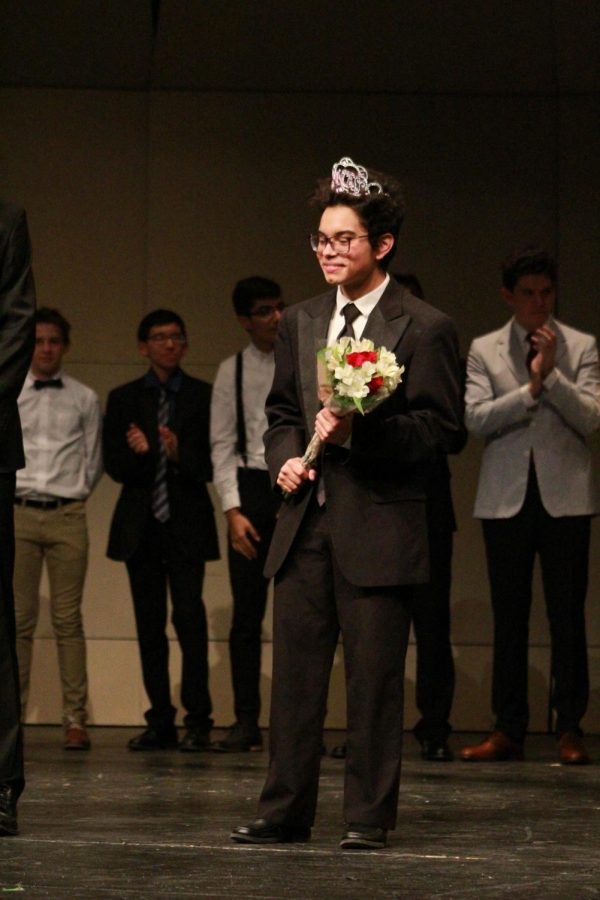 Junior+Michael+Smith+smiles+to+the+crowd+after+receiving+his+first+place+award.+