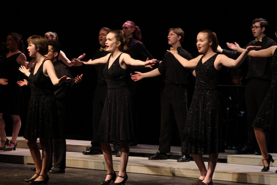Members+of+the+Railaires+sing+and+dance+together+on+stage.+