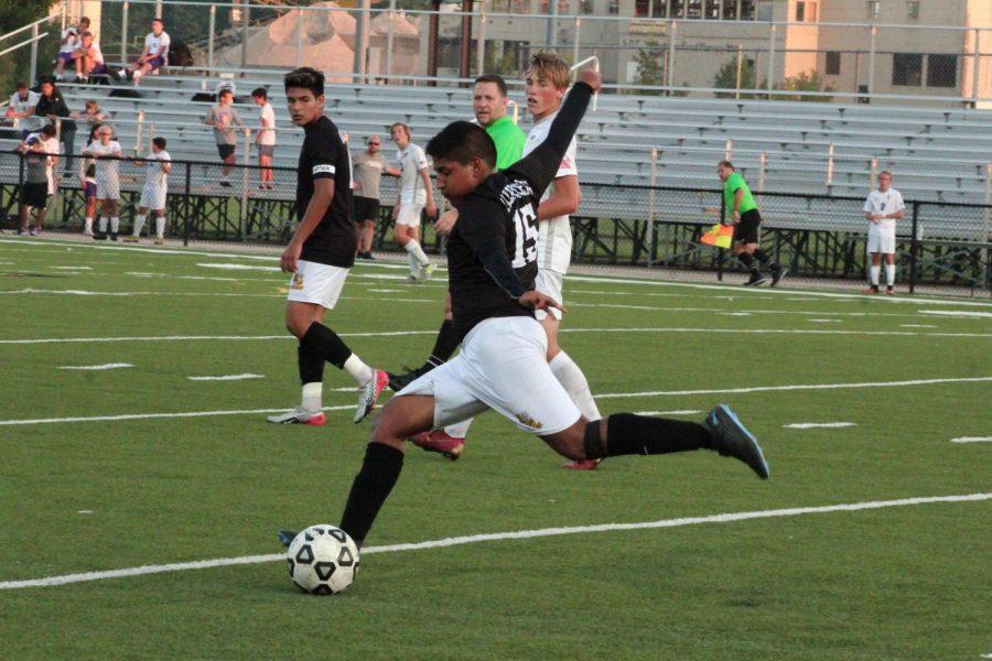Kicking+it+far+out+junior+Alex+Sanchez.