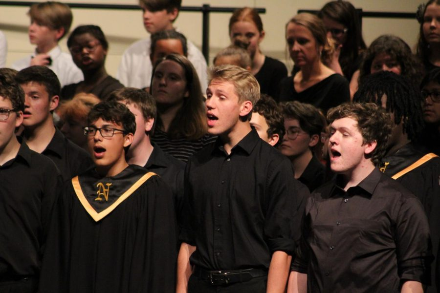 Juniors+Josue+Coy+Dick%2C+Ezekiel+Thompson+and+senior+Raistlin+Angolo+sing+together+with+all+the+choirs+for+a+final+song.+