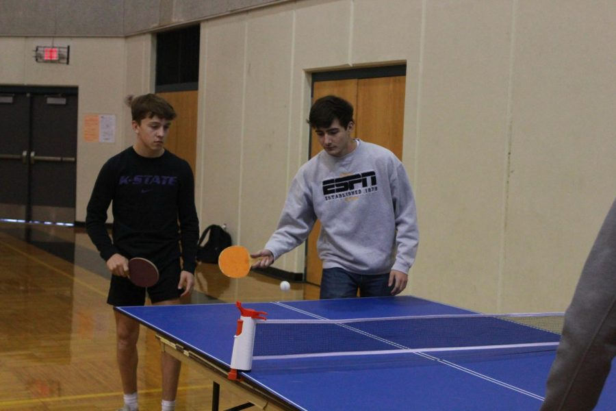 Juniors Avery Dutcher and David Pomeroy play ping pong during their first club meeting on Oct. 11.