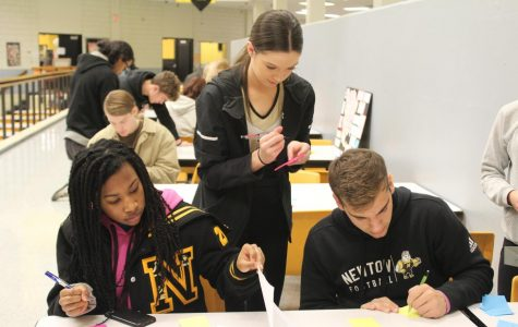 Juniors Alaijah Stokes, Jordyn Spillane, and Nicholas Antonowich give feedback on a project. The Class showcased their creations on Dec. 13.