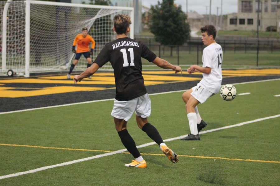 Senior Santiago Fernández watches his opponent and the ball.