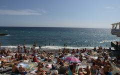 Opinion: People should not travel over spring break