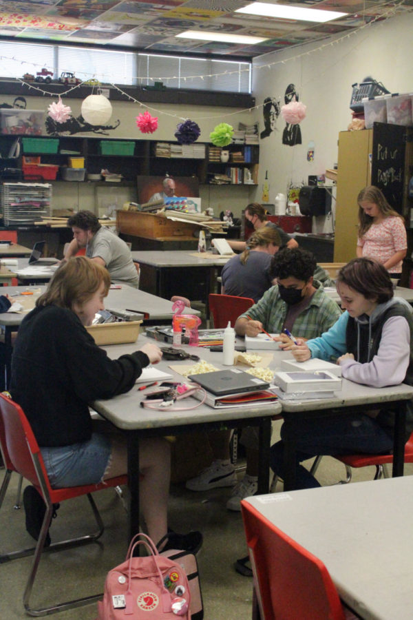 The Art Club met for the first time together on Sept.10. They started off by talking about the projects they will be doing and then got a tasty treat while they got to work on their very first project.