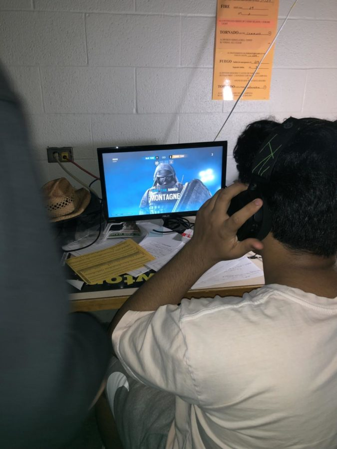 Student choose their characters and start a match with their opponent in E-Sports.
