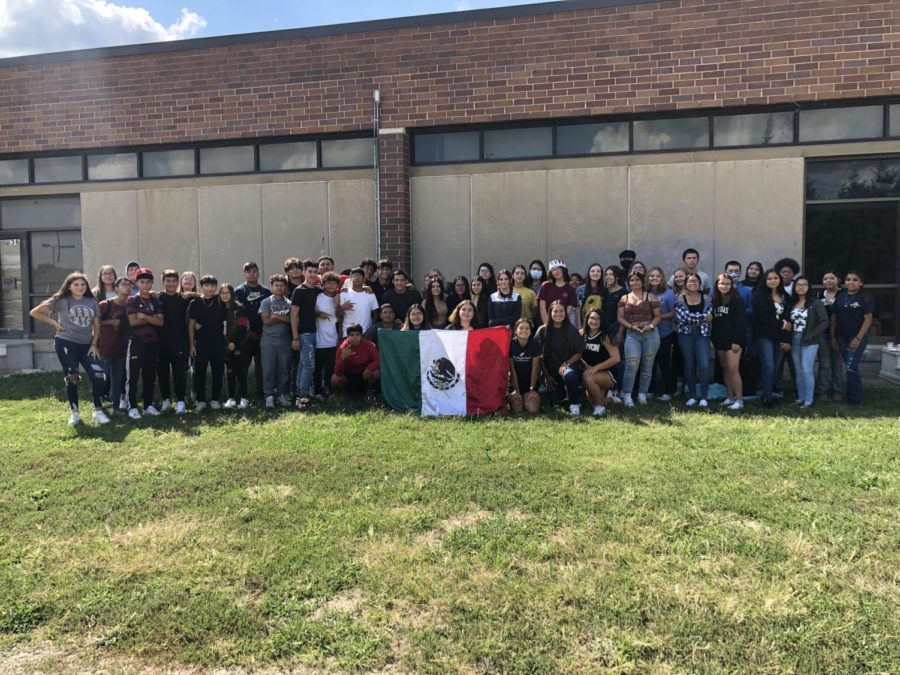 All of spanish club gathers together to take a group picture.